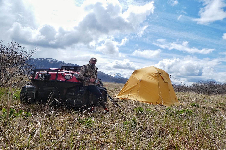 Filming brown bear in Alaska. 2018